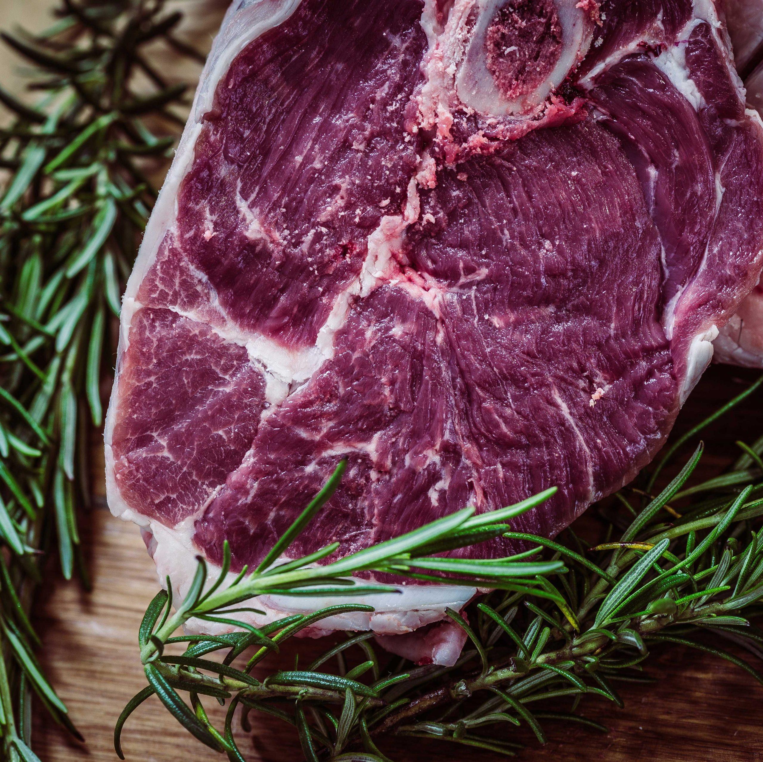 Lammfleisch aus eigener Zucht mit Rosmarin